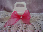 wedding favour box cakes and favours.jpg